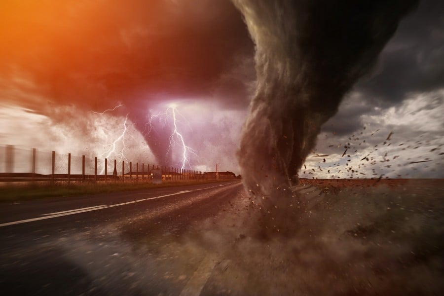 fear of hurricanes lilasophobia - tornadoes destroying road