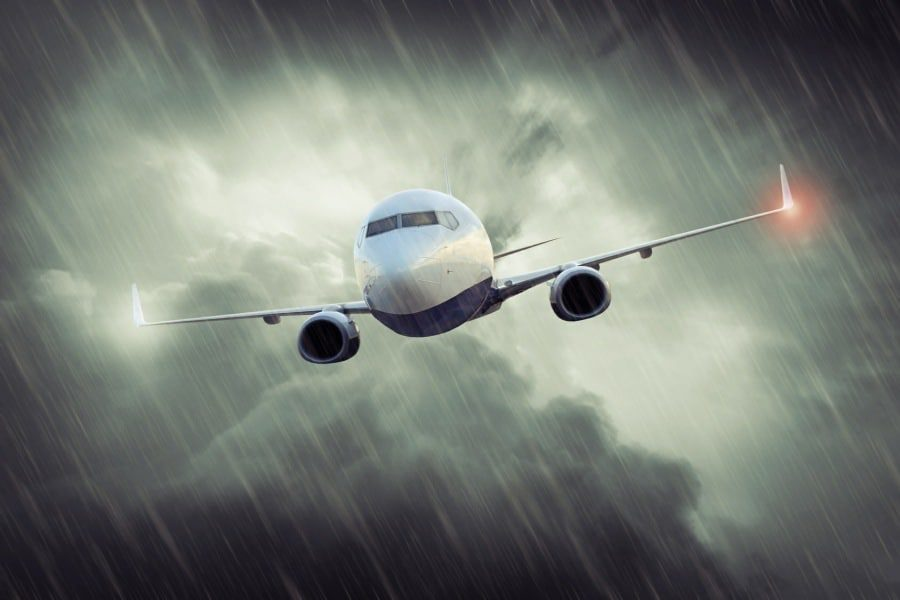 fear of flying hypnosis wolverhampton - plane caught in a storm