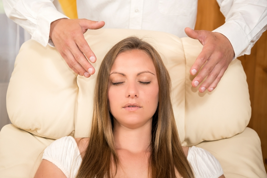hypnotherapy wolverhampton - woman having a hypnotherapy session