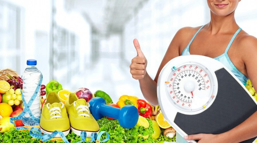 hypnotherapy for weight loss wolverhampton - woman with scales and healthy food nearby